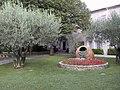 Jardin de la mairie de Garons 11 septembre 2006.JPG