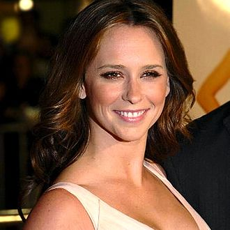 Jennifer Love Hewitt discography - Hewitt at the premiere of 27 Dresses in 2008.