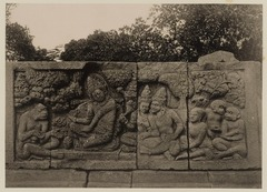 KITLV 40034 - Kassian Céphas - Reliefs on the terrace of the Shiva temple of Prambanan near Yogyakarta - 1889-1890.tif