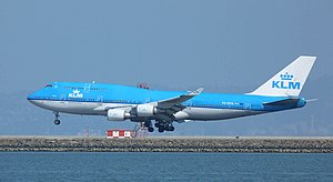 KLM Boeing 747-400 PH-BFN landing at SFO 10615 (21876917499).jpg