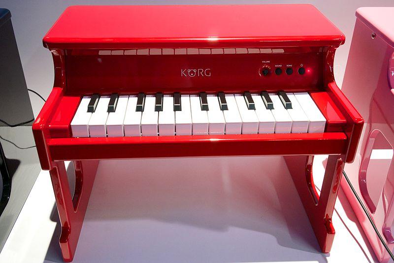file korg tiny piano digital toy piano 2014 namm show by matt vanacoro jpg wikimedia commons. Black Bedroom Furniture Sets. Home Design Ideas
