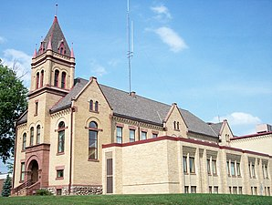 Das Kanabec County Courthouse in Mora, gelistet im NRHP Nr. 77000748[1]