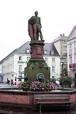 Karlsruhe, der Brunnen Ludwig I und das Hotel Kaiserhof.JPG