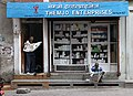 Kathmandu-Laden-70-Apotheke-Zeitungsleser-2013-gje.jpg