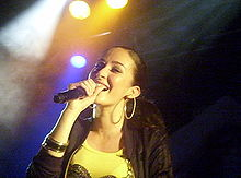 alt=Description de l'image Kenza Farah en concert.jpg.