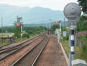 Application of railway signals - Semaphore stop signals protecting the convergence of two tracks into one