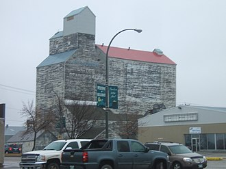 Killarney, Manitoba - The Killarney grain elevator (demolished in 2017).