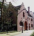 Koetshuis en koetsierswoning van stadsvillacomplex.JPG