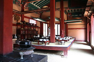 Korean royal court cuisine - In the Dae Jang Geum theme park, a model of a royal kitchen in which gungnyeo (court ladies) worked was displayed