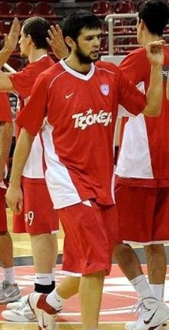 Kostas Papanikolaou - Papanikolaou in warm-ups with Olympiacos in 2011