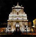 Kostel PM Vítězné a sv. Ant čelo noc 2.jpg
