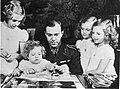 Kroonprins Gustaaf Adolf van Zweden met zijn vier dochters, Bestanddeelnr 900-8981.jpg