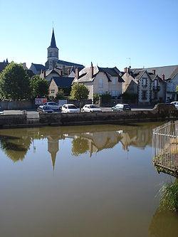 L'Alène, lac de barrage au centre de Luzy (Nièvre, Fr).JPG