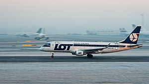 LOT Embraer 175LR SP-LID MUC 2015 01.jpg
