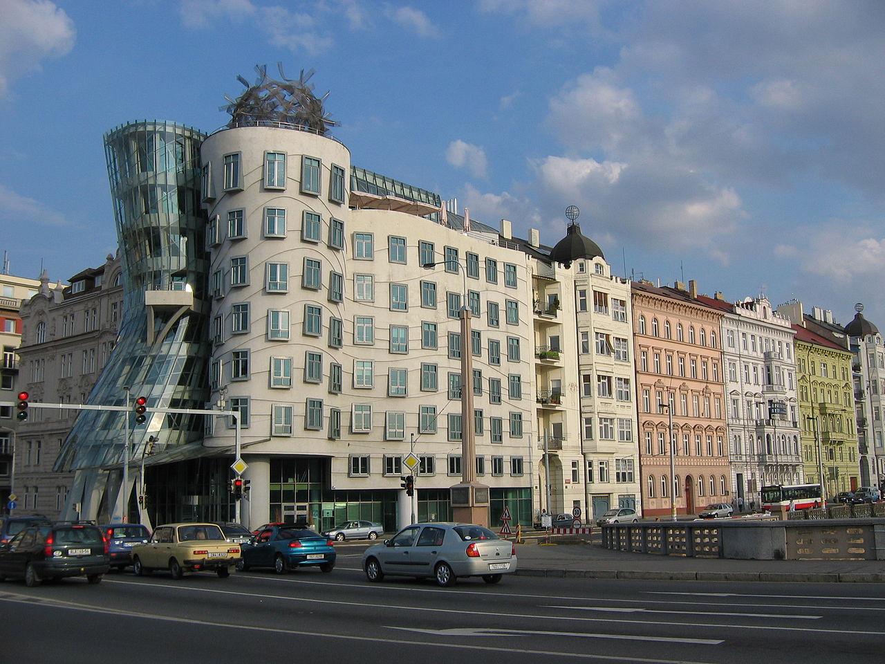 La maison dansante 1280px-La_Casa_Danzante_de_Praga_3