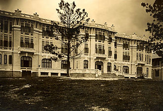 Dalat Palace Hotel - The Lang-Bian Palace Hotel in the 1920s - before Vichy governor general of Indochina, Jean Decoux, in 1943, got rid of the ornate façade.