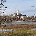 Le centre-ville de Nevers vu depuis la rive sud de la Loire.jpg