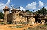 Le château du Guédelon (Treigny, France) le 19 août 2019.jpg