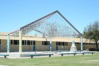Leland High School (San Jose, California) - The Leland High School Quad.