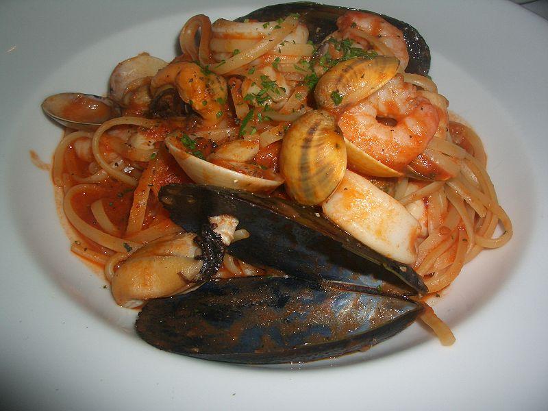 本格的なイタリア料理店とは? 800px-Linguine_seafood
