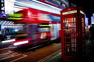 320px-London_bus_and_telephone_box_on_Haymarket.jpg