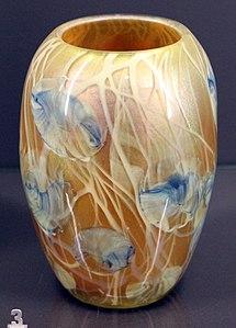 Louis-comfort tiffany, vaso in vetro soffiato iridescente, new york 1900, 01
