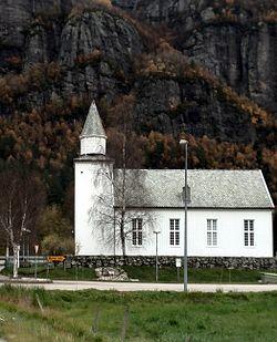 Lunde kyrkje02.jpg