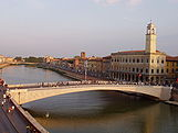 Lungarno, Pisa - middle bridge.JPG