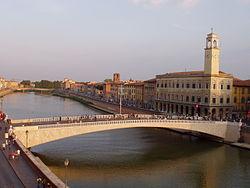 Lungarno, Pisa - middle bridge.JPG