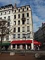Lyon 2e - Place Bellecour, bureaux incendiés de Pizza Pino le 22 décembre.jpg