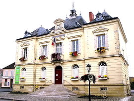 The town hall in Méréville