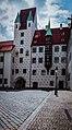 München, Alter Hof, spätgotischer Torturm und Erker am Affenturm (14282908665).jpg
