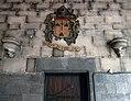 Maastricht, OLV-basiliek, noordelijke kruisgang, rouwbord en consoles.jpg
