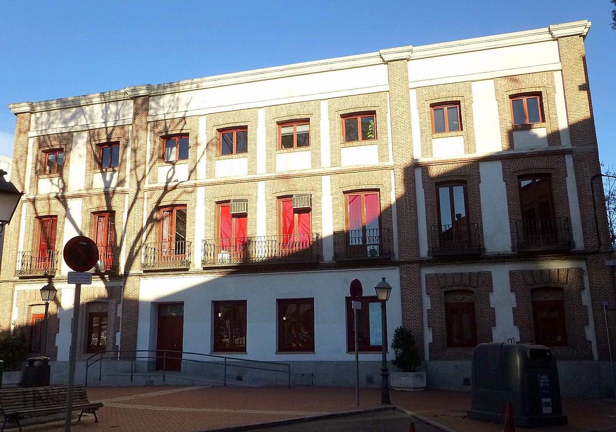 Sede de la junta municipal del distrito de carabanchel - Puerta bonita espana ...