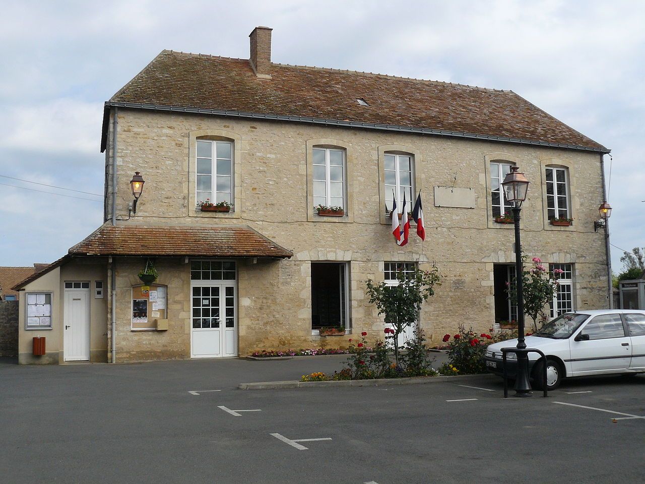 file mairie de bernay en champagne france pays de la loire jpg wikipedia. Black Bedroom Furniture Sets. Home Design Ideas