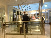Man using the automatic gate in Munich airport 02.jpg