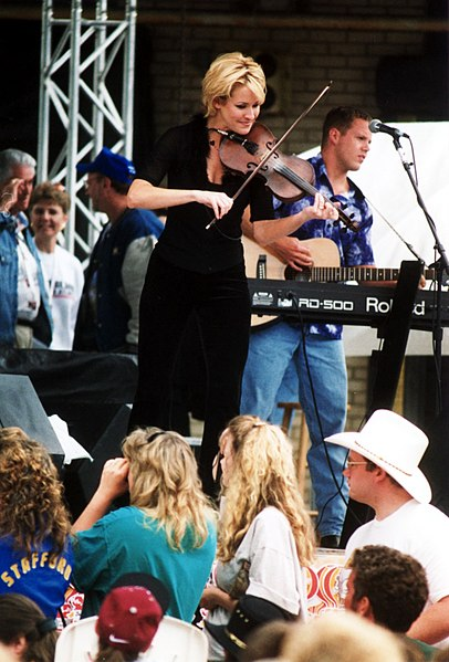 Fil:Martie Maguire with the Dixie Chicks 1998.jpg