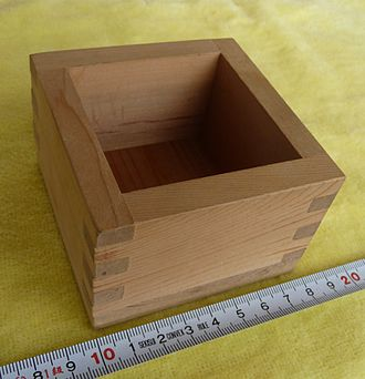 Ge (unit) - A 1-gō masu, a wooden box used for measuring portions of rice or sake