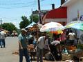 Mercado de Paraguari vendedores callejeros.png