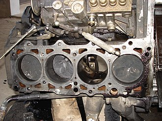 Mercedes-Benz OM601 engine - OM601 engine with head removed.