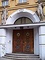 Meziměstská telefonní ústředna, Fibichova, pravý portál.jpg