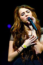 Miley Cyrus Wonder World concert at Auburn Hills 07.jpg