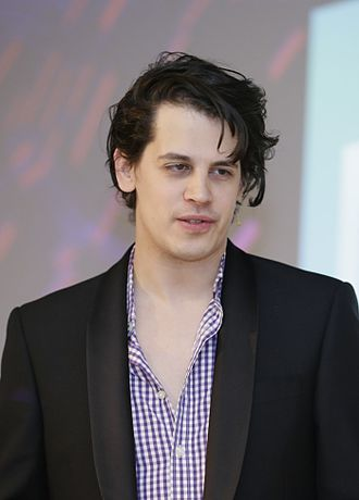 Yiannopoulos speaking in Berlin in 2014 Milo Yiannopoulos @NEXTConf 2014 (13925731458) (cropped).jpg