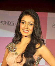Miss India Navneet Kaur Dhillon unveils Ponds BB+ cream.jpg