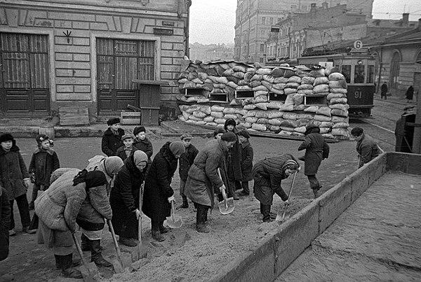 Civila bygger hinder i Moskva