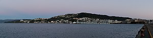 Mount Victoria, Wellington - Mount Victoria to the left of its summit —Roseneath and Oriental Bay to the right —residential Mount Victoria and far right —the National Museum, Te Papa