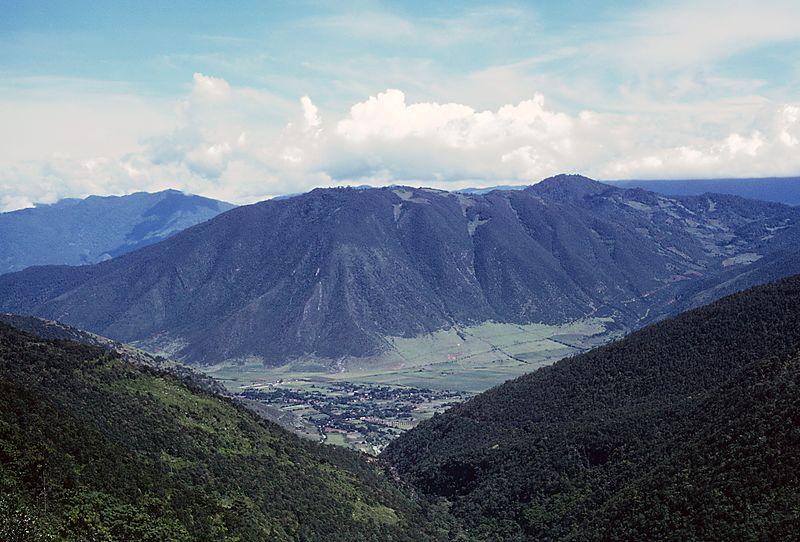 File:Mountains between Esperanza and Cordoba, Mexico taken from N de M Train 51 on September 11, 1966 (34255572926).jpg