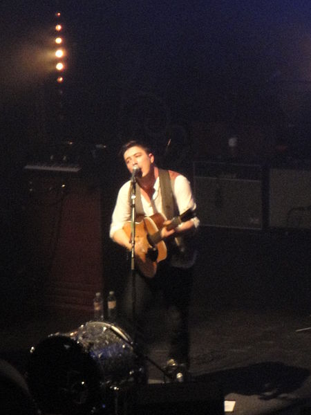 File:Mumford & Sons performing at Brighton Dome in October 2010 20.JPG