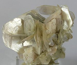 Muscovite - Muscovite with albite from Doce valley, Minas Gerais, Brazil (dimensions: 6×5.3×3.9 cm)