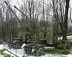 Muzeum Wojska Polskiego 01 S-60 i S-19 armaty przeciwlotnicze.jpg